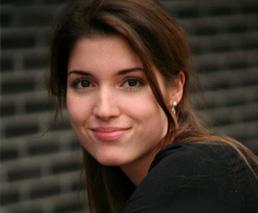 Christine Jaeggi Porträt vor Wand