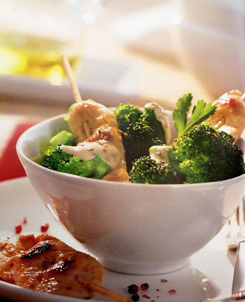 Saté-Spiesschen mit Brokkolisalat