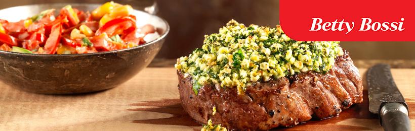Schmackhaftes Steak mit Kräuterbutter und Gemüsse