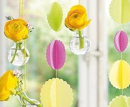 Osterdeko mit Blumen