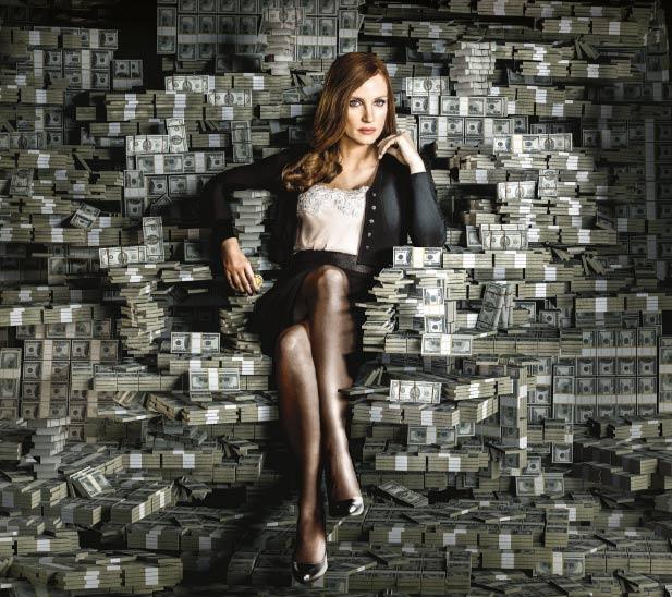 Molly sitzt inmitten Geldmittel