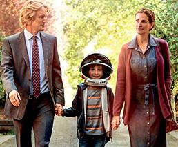 Owen Wilson und Julia Roberts spazieren mit Kind an der Hand