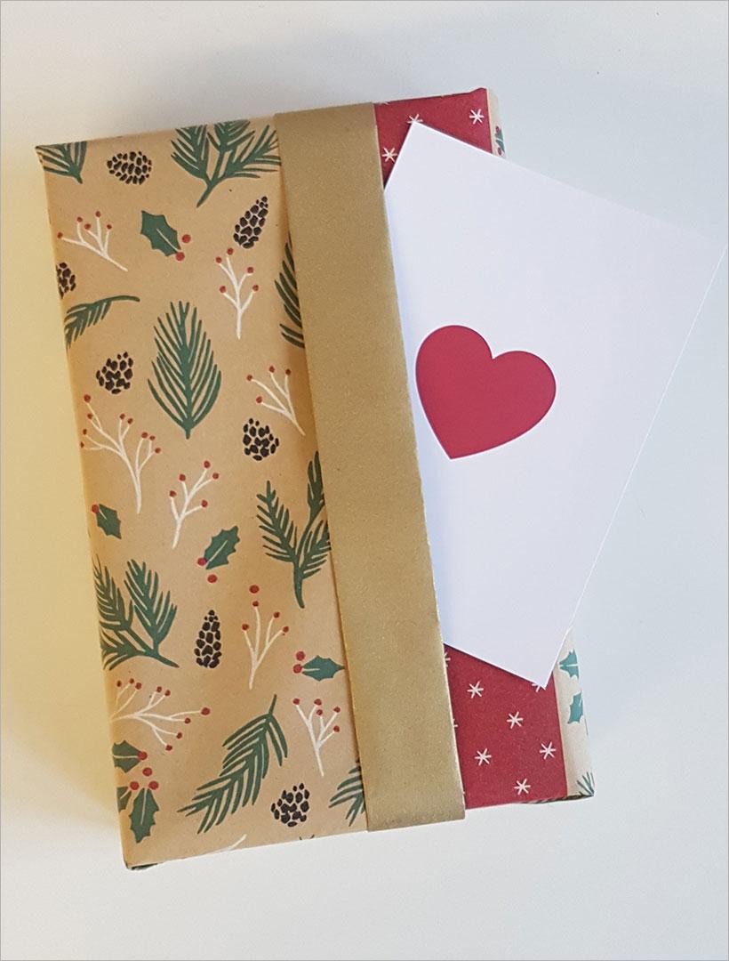 Geschenk mit Schmuckfalte & Herzkarte