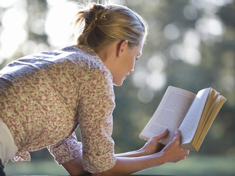 Frau mit einem Buch