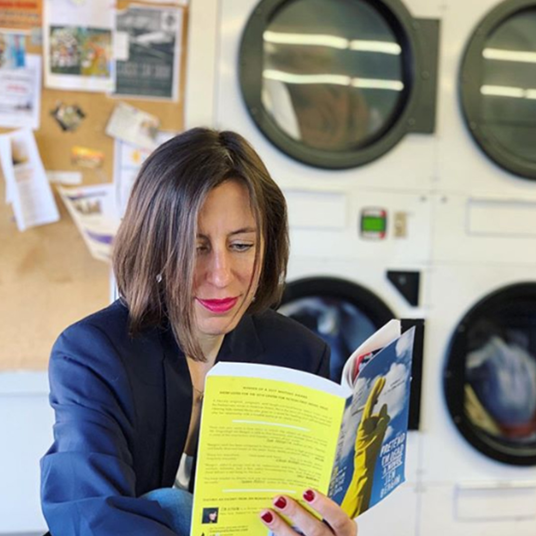 Katrin C. Roth im Waschsalon am Lesen