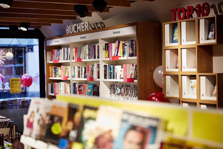 Filiale Aarau Bücherwand
